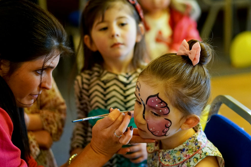 facepainting the little party people